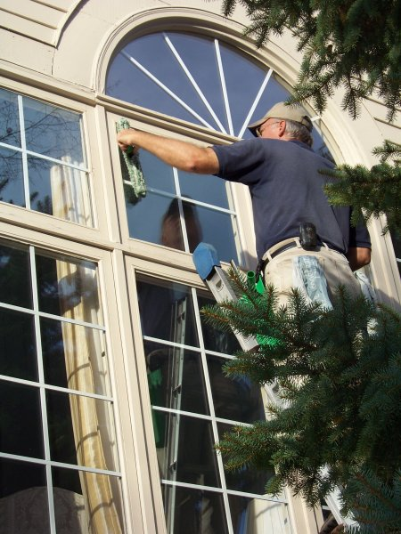 Window Cleaning Company Southeast MI - Professional Window Cleaners - Diamond ProClean - DWC_Action_Pics_009
